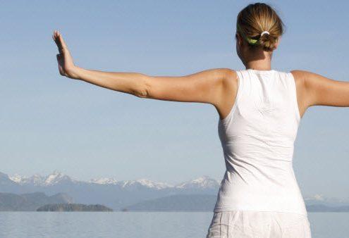 Študija dokazala, da joga zmanjšuje stres, izboljša kakovost življenja, dih, izgorelost, bolečine, depresijo.