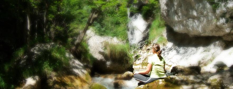 Joga v naravi krepi harmonijo in povezanost z naravo